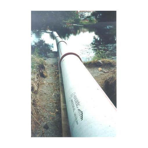 Einzug der Rohrleitung entsprechend Montagefortschritt